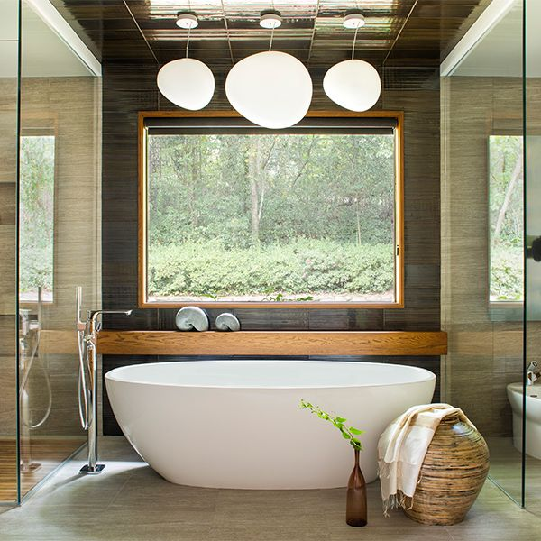 This beautiful case study features the Barcelona and Barcelona 64 basin. The natural materials and tranquil view from the window make it feel spa-like.