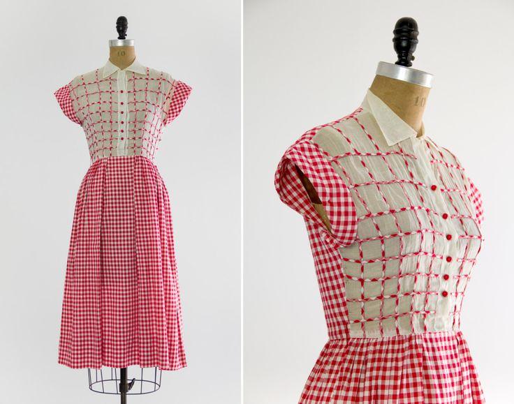 vintage anni 1930 abito da giorno   vestito di percalle rosso   anni 1930 abito piccola xs di MoonRevival su Etsy https://www.etsy.com/it/listing/294039907/vintage-anni-1930-abito-da-giorno