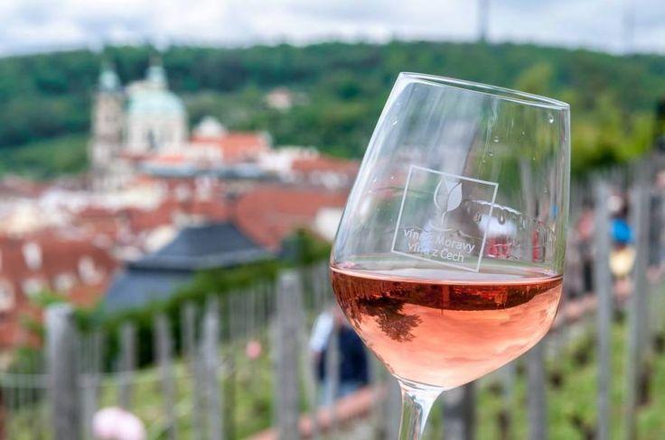 Svátek růžového vína v zahradách Pražského hradu a Villy Richter