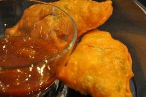 Samosa vegetariani con salsa piccante - ricetta indiana