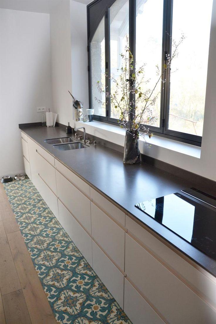 Cuisine linéaire  dans Cuisine d'architecte sur-mesure . Idée décoration de cuisines Design et Contemporaines sur Domozoom.