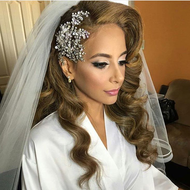 """Wedding on Instagram: """"Loving everything about this bride, from the old Hollywood curls to the headpiece by @bridalstylesboutique"""""""