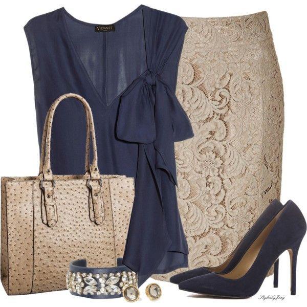 Blusa azul y falda ejecutiva