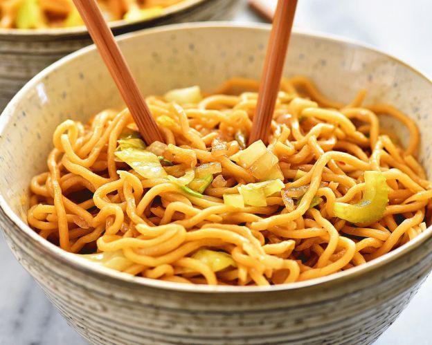 La recette facile de chow mein au poulet!