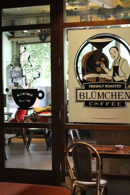 Machine: La Pavoni Bar 3S  Grinders: La Pavoni  Manual brewing: French press  Roaster: Blumchen Coffee  Hours: Mo - Thu 10.00 - 22.00  Fri & Sat 10.00 - 24.00  Sun 08.00 - 22.00  Wi-Fi: No  W.C: Yes  Outdoor seating: Yes