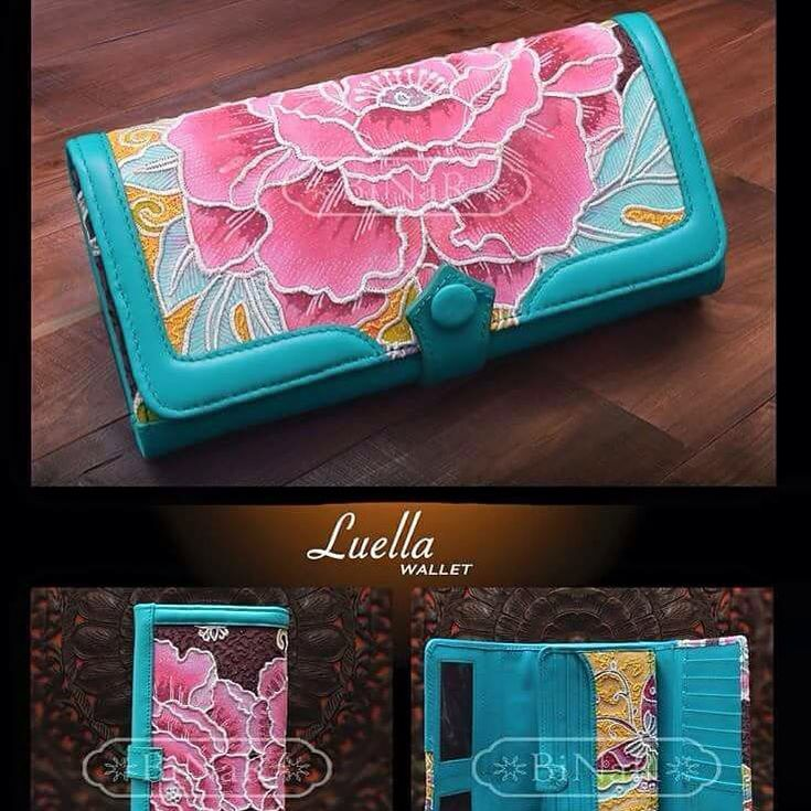 Love this wallet so much. Made from Batik Hokontul (batik designed by Bayu Aria) and wallet designed from Binar (Luisa Binar). My first wallet, Luella, from Binar. Love the combination of tosqa leather and the flower of Hoko_ntul Batik. Proud using made in Indonesia