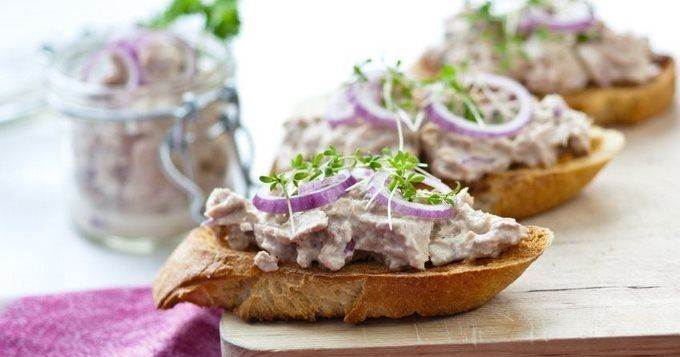 Crostinis aux rillettes de thon, une recette CuisineAZ