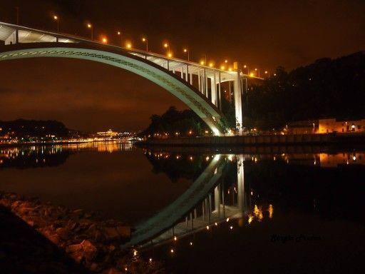 Um olhar a noite . Ponte da arrabida, Porto
