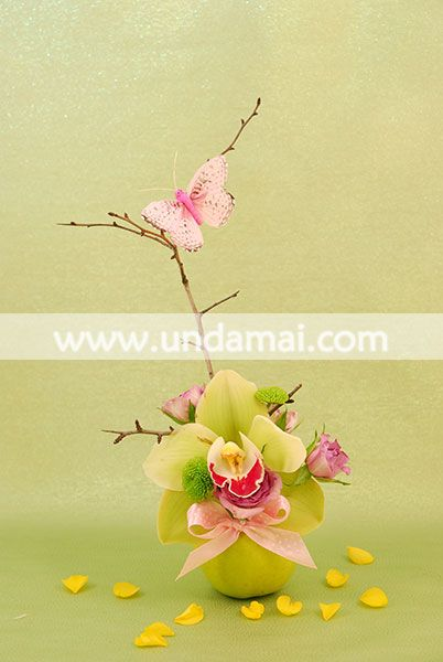 Aranjament floral cu Orhidee in mar verde