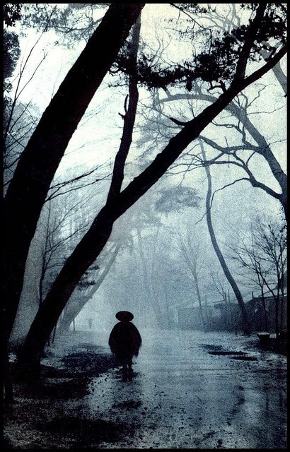 images of photographic art and light from 1920s, taken during the old days of Taisho-era Japan, when the pictorial movement was in full swing, and penniless artists with their minimal cameras walked around in search of shadows, fog, silhouettes, and mist.