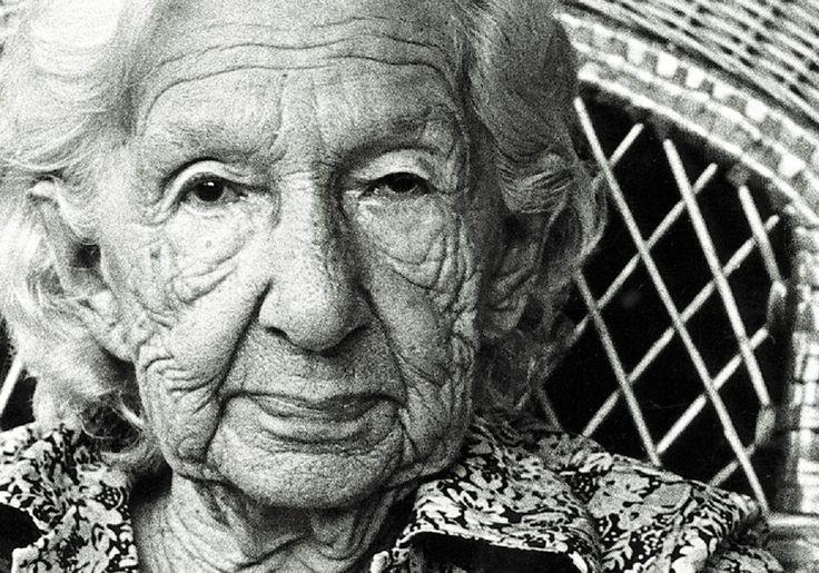 Eu não tenho medo dos anos e não penso em velhice. E digo prá você: não pense. Nunca diga estou envelhecendo ou estou ficando velha...