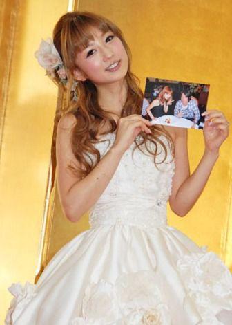 画像・写真 ミニウエディングドレス姿で結婚報告会見を行った小倉優子 (C)ORICON DD inc.  5枚目