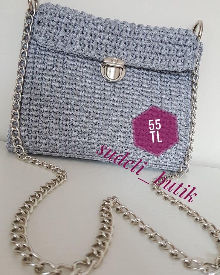 Kombinlere farklılık katan harika gümüş çanta 😉 sizde sipariş verip bu güzel çantalardan bir tane kendinize alabilirsiniz 😊💖