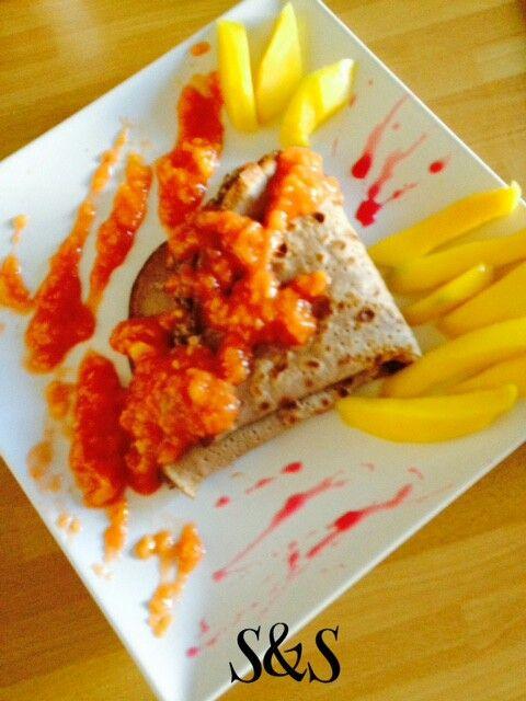 Crepes con crema di prugne secche e salsa di mango.gluten free