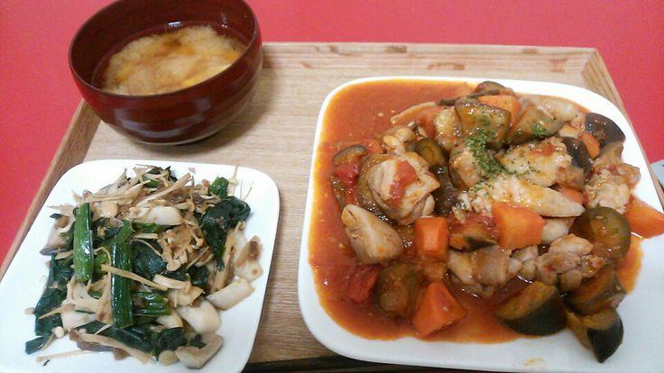 鶏肉とナスのラタトゥイユときのこの醤油炒めと豆腐と玉ねぎの味噌汁
