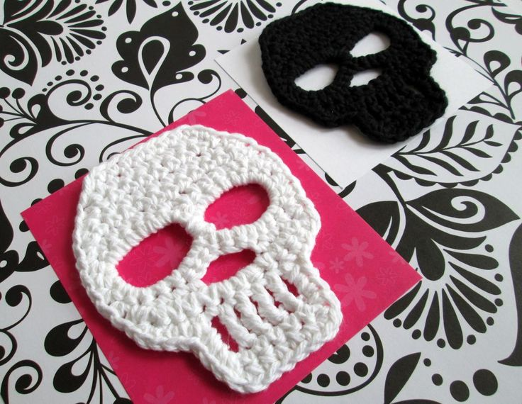 Crochet Skulls. Add colors, borders, and other elements to create Dia de Los Muertos skulls! #dayofthedead