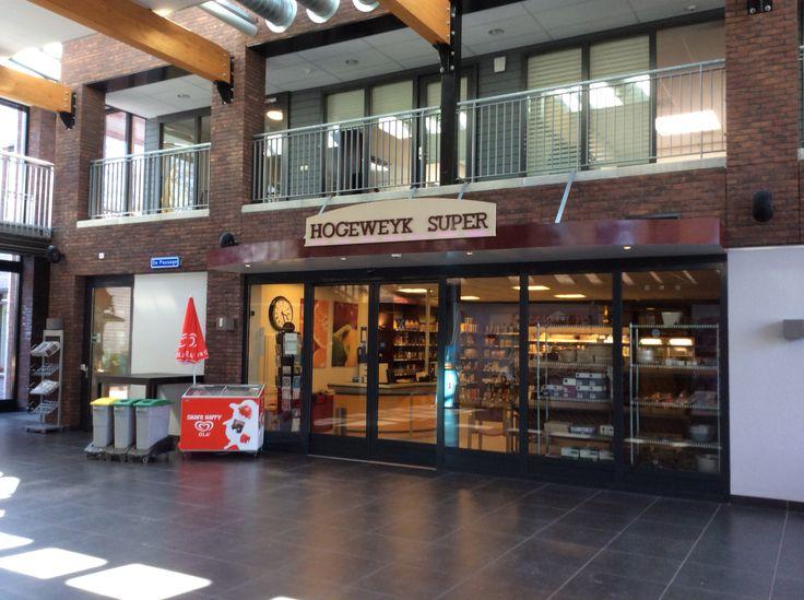Hogeweyk Super Amsterdamissa. Asukkaiden ruokaostospaikka.