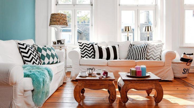 Petra má rada geometrické vzory, čo je vidieť na doplnkoch v obývačke.