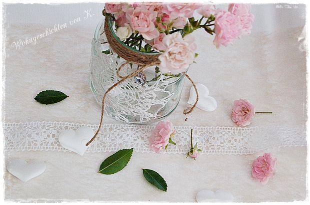 Zur #Hochzeit weiße #Stoffherzen als #Streudeko auf dem Tisch. http://de.dawanda.com/product/84670059-streudeko-herzen-hochzeit-landhaus-shabby
