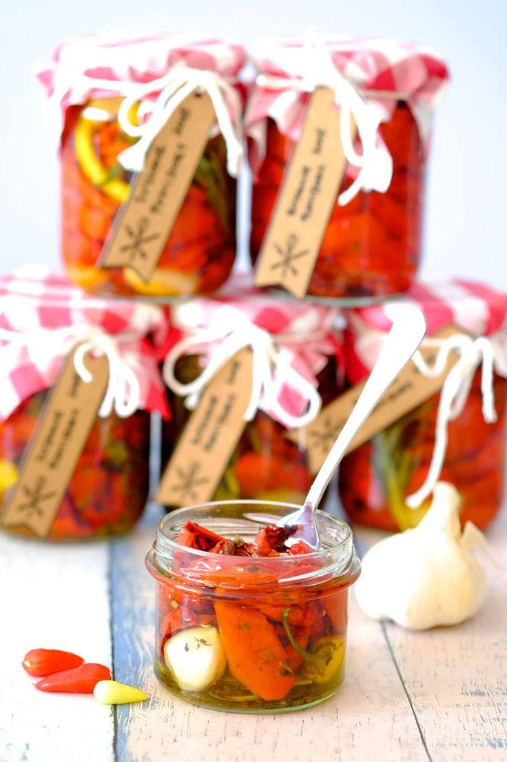 Domowe suszone pomidory są najlepsze na świecie. Wszystkie sklepowe chowają się przy nich. Mięsiste, wyraziste w smaku, idealnie doprawione.