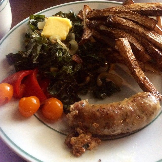 Lowcarbhighfat lunch. The only way for me! South Carolina Green Onion Sausage from @mainemeat  sautéed collards with onion and garlic in bacon fat topped with raw grassfed butter and lard-fried turnip fries. Ferment of the day: red pepper pickles and fermented cherry tomatoes. #lowcarbhighfat  #lowcarb  #lchf  #lard  #ferment  #fermentedveggies  #redpepperpickles #turnipfries  #sausage  #rawbutter  #grassfedbutter #t1d  #type1  #typeonegrit  #Type1Diabetes #paleo  #lowcarb #keto  #ketogenic…