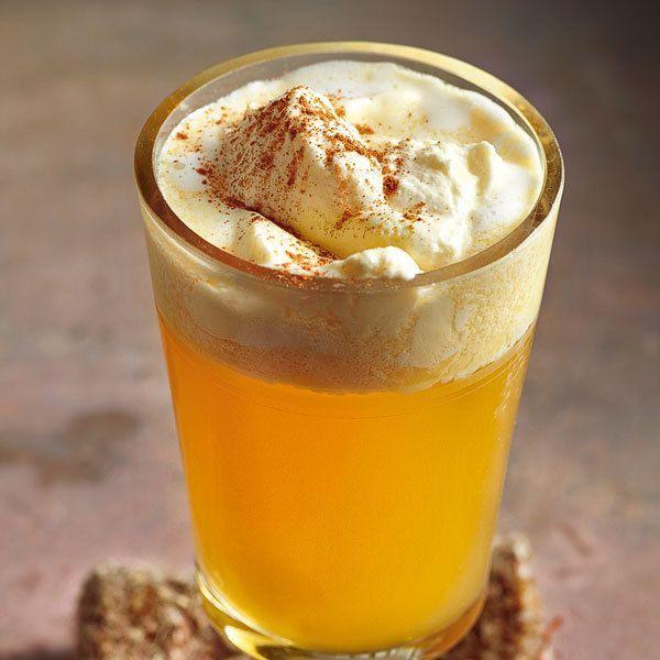 Es muss nicht immer Glühwein sein. Der aromatische Apfelpunsch mit Calvados, Ingwer und zimt ist eine edle Alternative.