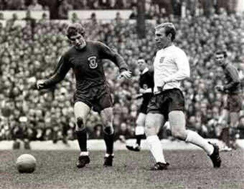 Wales 1 England 1 in May 1970 at Ninian Park. John Mahoney and Bobby Moore in action #HomeChamp