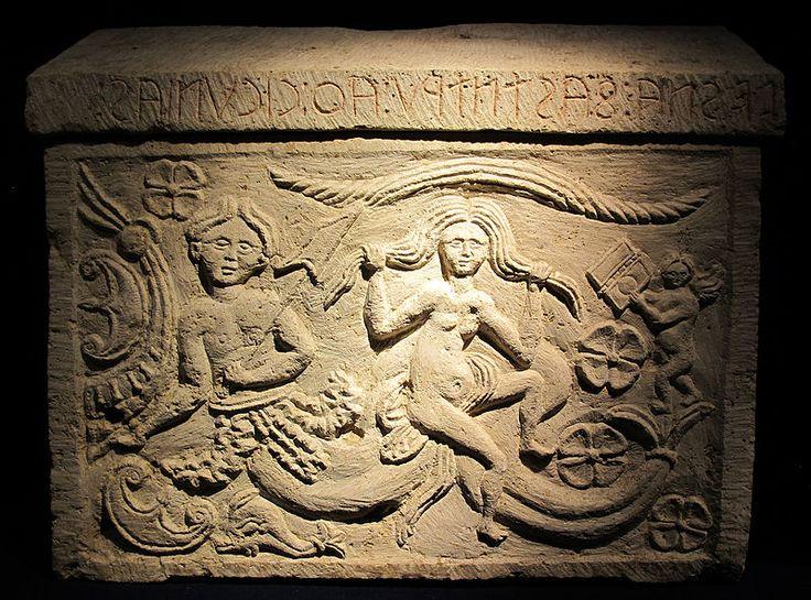 Urna funeraria con Scilla in alabastro, 225-200 a.C ca, da Volterra. Museo Guarnacci