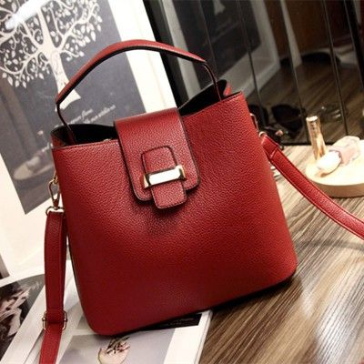 MATERIAL PU Ukuran T22XP25XL14CM Berat 0.51kg Include Tali Panjang RED PRICE 150K