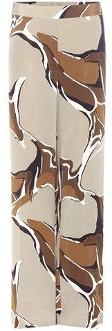 Als je mooie slanke benen hebt, kun je deze zijden broek met print van  Malene Birger (Susika Silk) heel goed hebben.