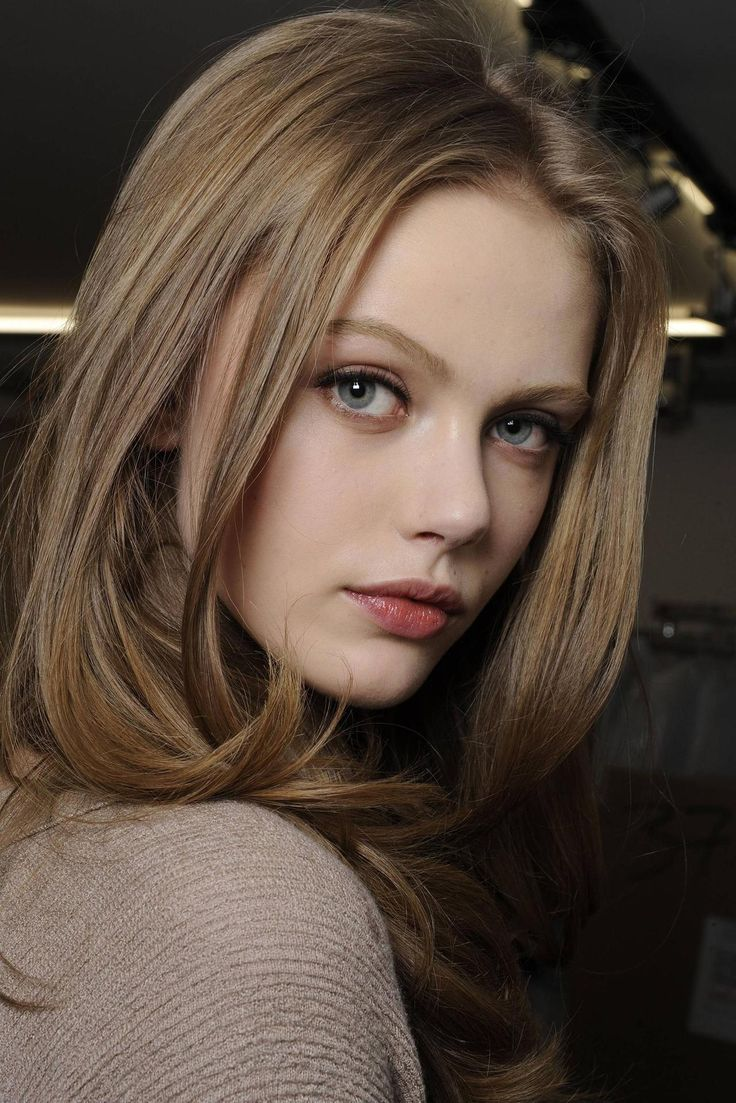 Frida Gustavsson (Swedish model) hair