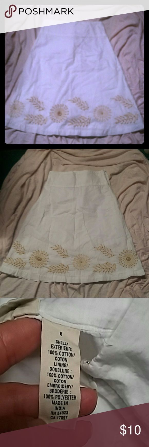 **FINAL PRICE**Old Navy white and cream skirt Exquisite 100% cotton lined skirt with shell on design.  Perfect for your little princess.  Very good condition.  No stains Bottoms Skirts
