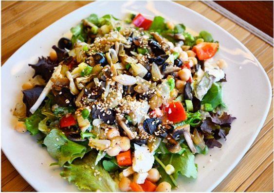 Oui oui, je sais, qu'est-ce que je fais à vous partager une recette de salade froide en plein hiver? N'est-ce pas la périodeidéale pour le comfort food, me diriez-vous? En effet, mais …