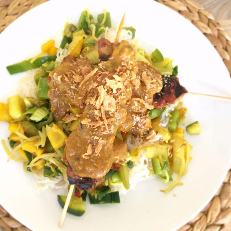 Gezonde lekkere kipsaté met een kokos pinda saus
