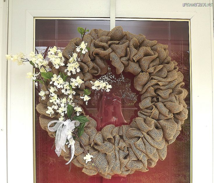 Burlap wreath how to wreaths pinterest runners too for What can i make with burlap