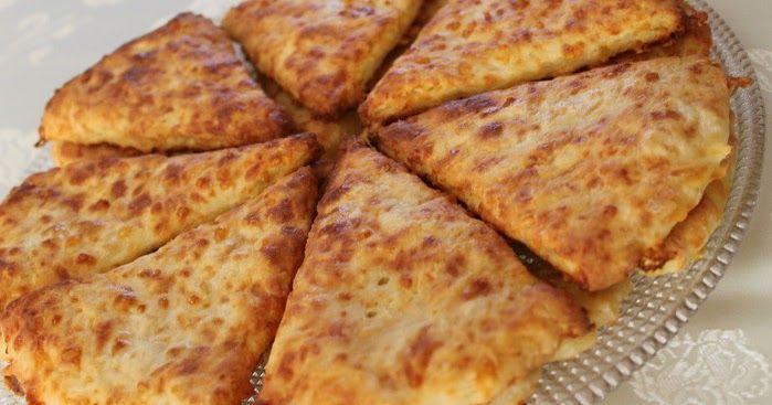 Этот рецепт очень хорош для утилизации сыра - когда подсыхает или задержался сыр в холодильнике. У меня собралось сразу 3 сорта: Моцаре...