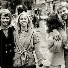 While ABBA walked down Berlin streets in 1975, Benny and Frida showed all their love to each other - as usual.