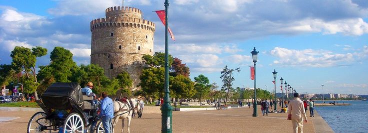 ● The surrounding area of the White Tower at the center of Thessaloniki is a vibrant, full of energy stress free zone!   ● Η περιοχή τριγύρω από τον Λευκό Πύργο σφύζει από ζωή και ενέργεια, ιδιαίτερα κατά τους καλοκαιρινούς μήνες!   ● #thessaloniki #white #tower #museum #greece #macedonia #travel #hellas #grecia #girechenland #grece #grcka #travel #travelphotography #history #museums #lefkos #pyrgos #λευκος #πυργος #θεσσαλονικη #ελλαδα #ελλάς