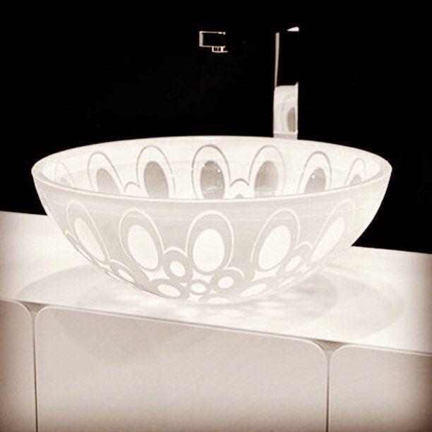 Модели из серии «Moon Over Ice» напоминают декоративные чаши, выполненные из хрусталя. Каждая раковина изготавливается художниками-мастерами вручную.  #раковины, #модели_раковин, #производство_раковин, #производители_раковин, #продажа_раковин, #подвесная_раковина, #раковина_тюльпан, #раковина, #раковина_с_пьедесталом, #накладная_раковина, #встраиваемая_раковина, #раковина_напольная, #рукомойник