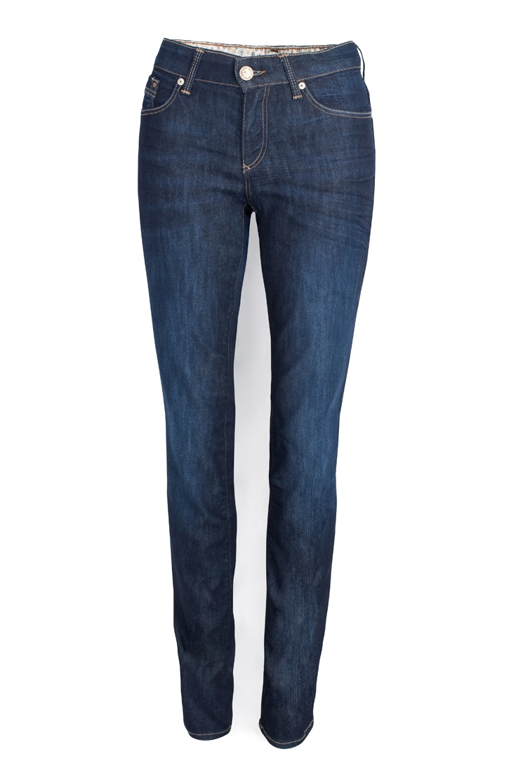 Mid rise, straight leg jeans (the 'Mona' by Mavi).  The midrise covers the muffin top, the straight leg streamlines and flatters the leg. And Indigo blue is timeless and classy.  A must have!