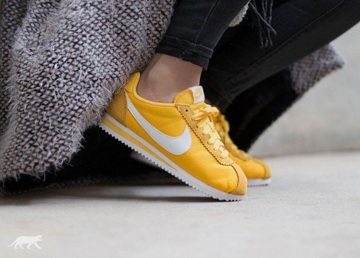 Nike Wmns Classic Cortez Nylon (Varsity Maize / White)