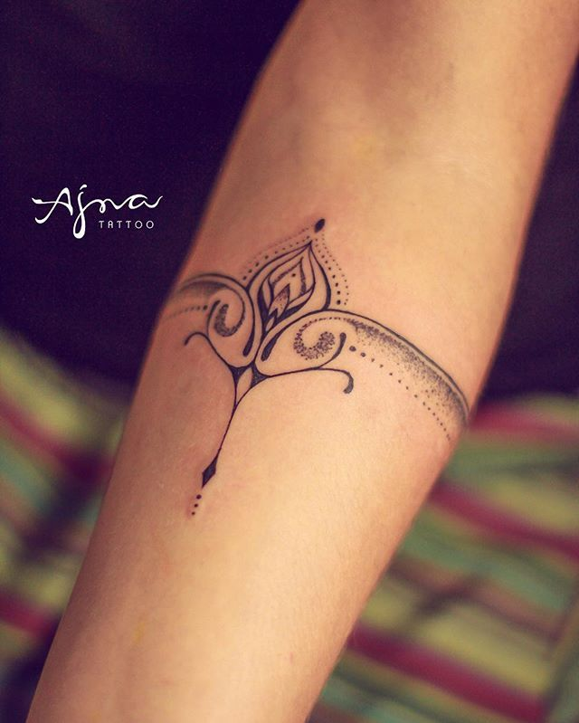 De volta aos trabalhos • bracelete para Tayla ✨ @ajna_tattoo