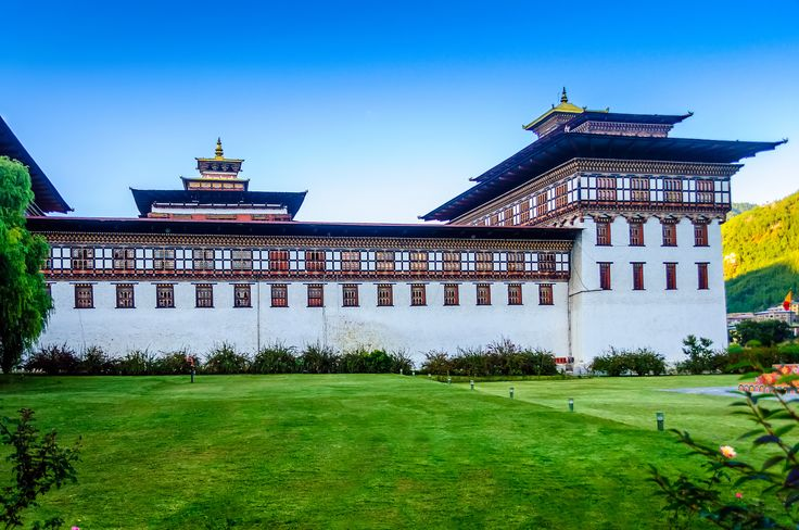 Bhutan's Tashi chhoe Dzong, fortress and monastery - Bhutan's Tashi chhoe Dzong, fortress and monastary with copy space