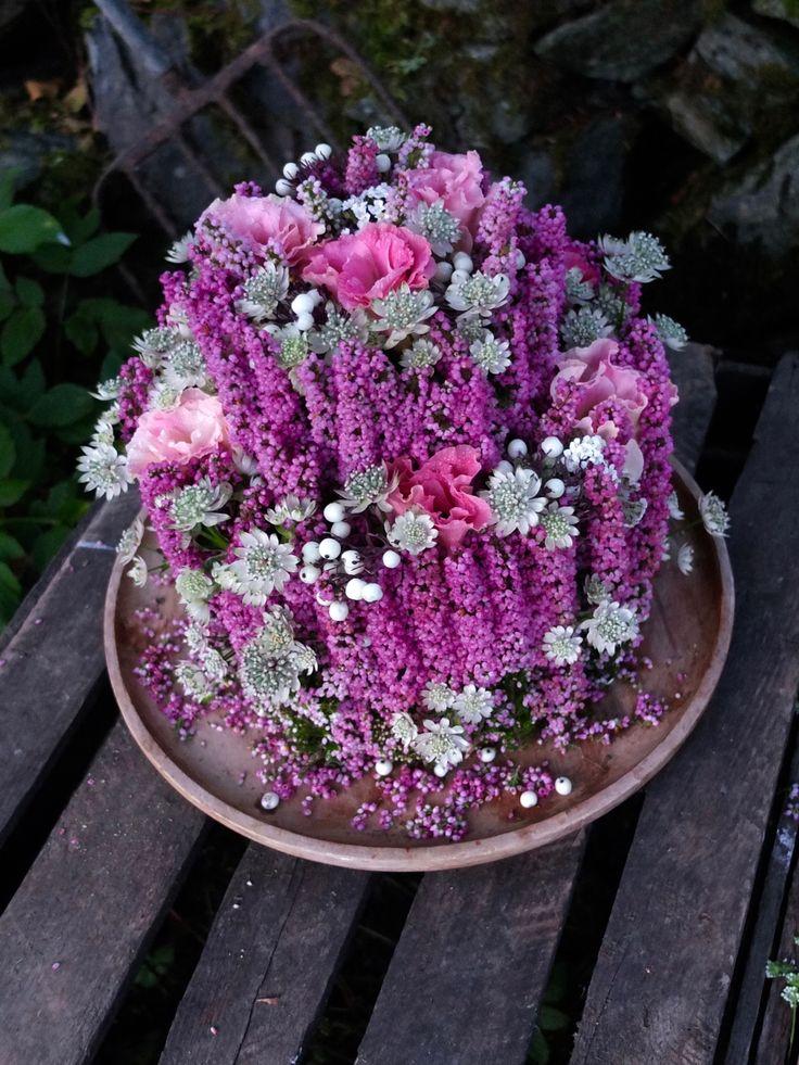 En rosa drøm av en blomsterkake