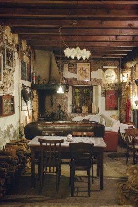 Osteria del Castello, Truccazzano (MI) – La location è veramente suggestiva, in una corte del '300 di fronte al medioevale Castello Borromeo. Gli interni sono caldi, accoglienti, zeppi di vecchi oggetti di campagna. D'inverno, dopo cena, le serate di conversazione intorno al grande camino con un distillato in mano sono indimenticabili. La cucina attinge a diverse tradizioni, in primis piemontese e lombarda, come la lingua con il bagnet verd, la bagna caôda, pisarei e fasò, il cinghiale in…