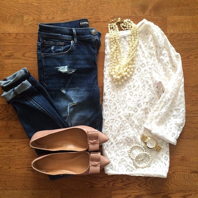 Destroyed Denim Skinny Jeans, Lace Top, Pearl Necklace, J.Crew Emery Bow Flats | #weekendwear #casualstyle #liketkit | www.liketk.it/176A2 | IG: @whitecoatwardrobe