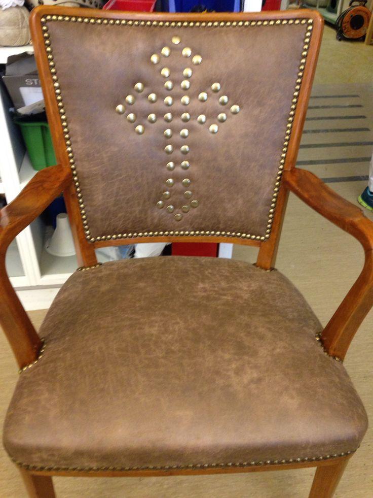 Nyrenoverad stol.