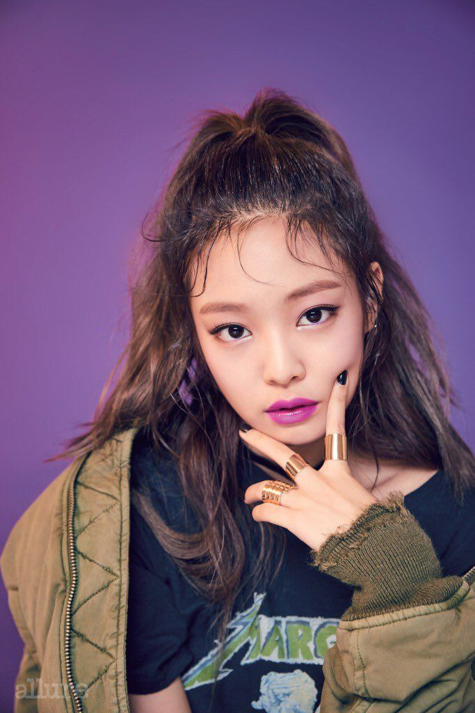 Jennie is honestly so pretty I don't know how she's real. All of them are gorgeous