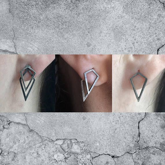 The Mini Uneven ear jacket are easy to style geometric earrings that you can style in three different ways.  Wear the first part alone for a cute minimalist geometric look  Wear both together on the front of your lobe for a cute Uneven logo look  Wear separate part ( one in front and