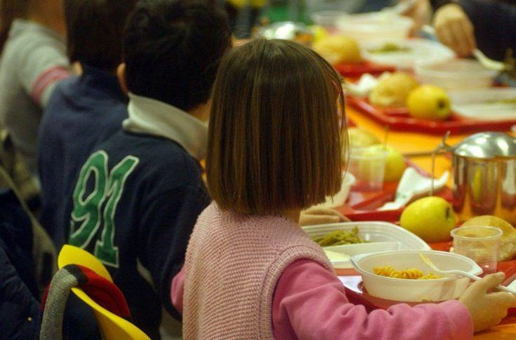 Uno studio senza precedenti dell'Agenzia alimentare francese rivela la presenza di nove sostanze inquinanti nel cibo per i più piccoli (latte in polvere, omogeneizzati, biscotti) in dosaggi preoccupanti per gli infanti.